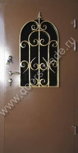 входные двери с кованной отделкой со стеклом бронни